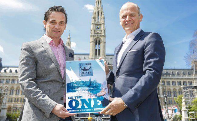 Turnierleiter Herwig Straka (r.) und Kurt Gollowitzer (GF Wiener Stadthalle) präsentieren das ATP 500-Turnier der Erste Bank Open 2015.