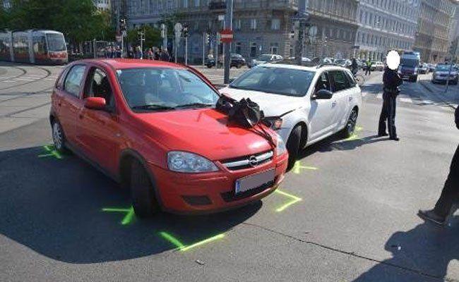 Rotlicht übersehen: Schwerer Unfall