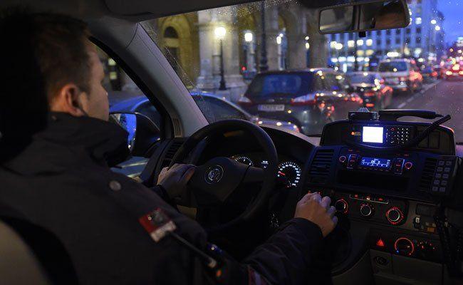 Zwei Polizisten wurden bei der Verfolgungsjagd verletzt.