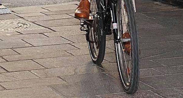 Radfahrer nach Sturz schwer verletzt