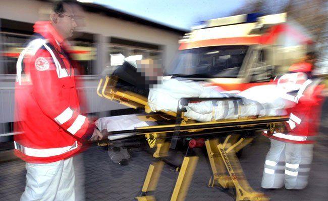 Eine Fußgängerin wurde bei dem Unfall verletzt.