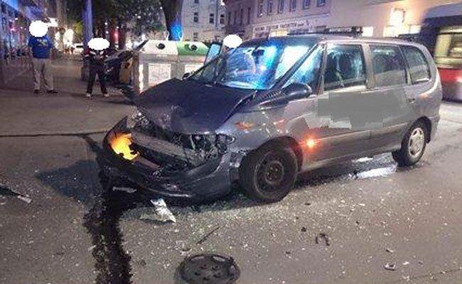 Der Pkw-Zusammenstoß im 10. Bezirk forderte fünf Verletzte.