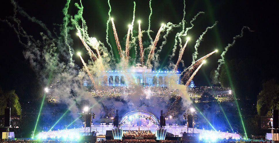 Grillwurst mit Grieg - 50.000 bei Sommernachtskonzert in Schönbrunn
