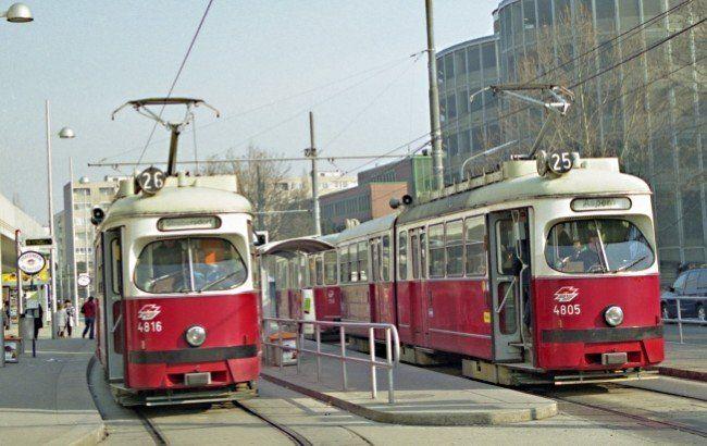 Am Samstag wurde eine Frau von einer Straßenbahn erfasst und lebensgefährlich verletzt.