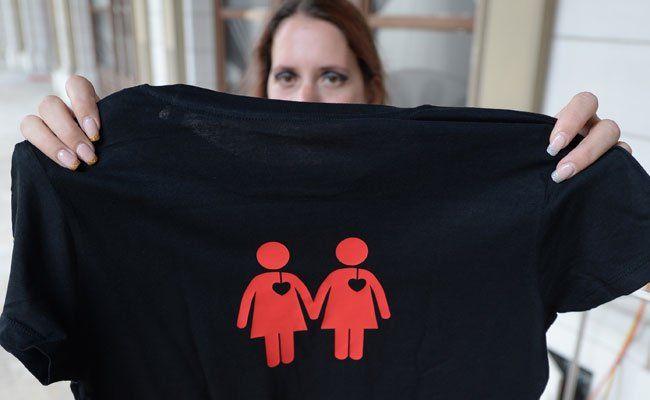 Wiener Ampelpärchen gibt es ab sofort auch auf T-Shirts