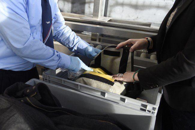 Wiener Flughafen-Securitys verlangten Geld