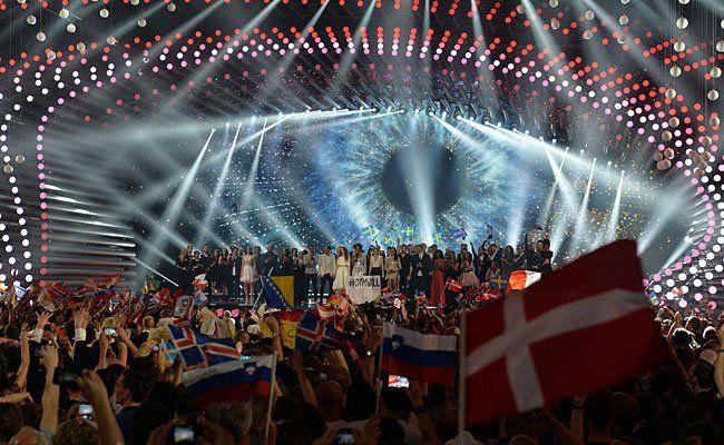 Sämtliche Teilnehmer auf der Bühne beim zweiten Hallbfinale des ESC 2015