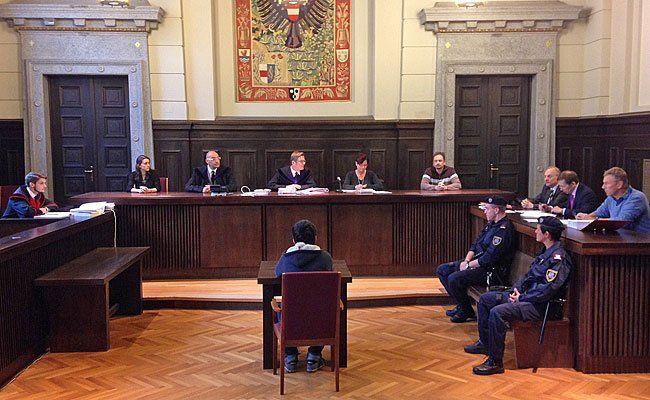 Der 14-Jährige beim Prozess in St. Pölten
