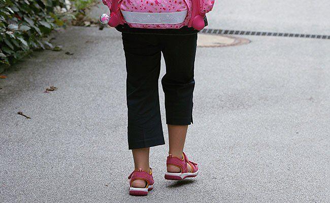 Eine Zehnjährige wurde auf dem Schulweg unsittlich berührt