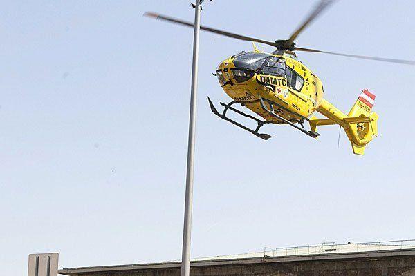 Arbeitsunfall in Wien-Liesing: Lkw-Fahrer lebensgefährlich verletzt