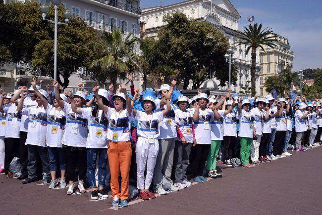Weltrekord von 6.000 Angestellten eines chinesischen Konzerns in Nizza.