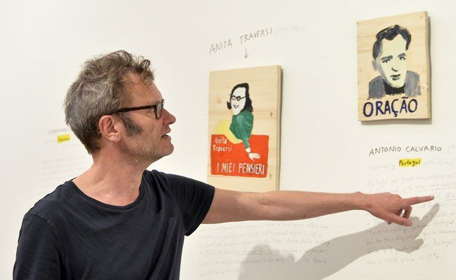 Die Ausstellung wurde von Tex Rubinowitz gestaltet.