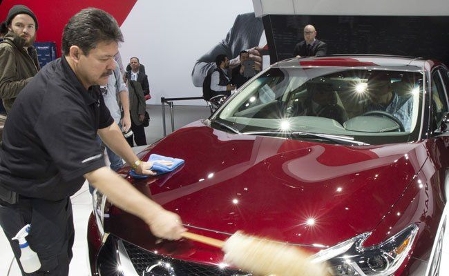 Männer kümmern sich liebevoller um ihre Autos als Frauen.