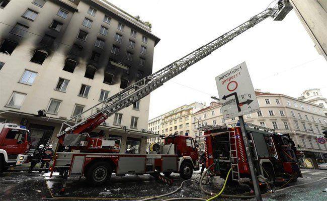 Der Brand richtete bei dem Haus in der Marc-Aurel-Straße großen Schaden an.