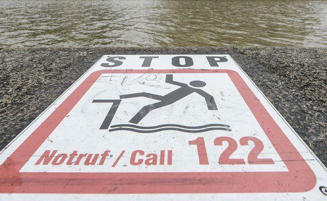 Die Flucht eines mutmaßlichen Dealers endete im Wasser.