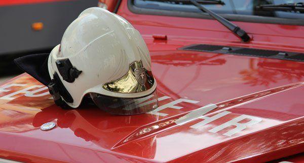 Zwei Insassen wurden von der Feuerwehr aus Fahrzeugen geborgen