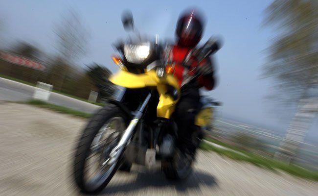 Im 3. Bezirk ist ein Motorradfahrer schwer verletzt worden.