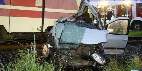 NÖ: Auto kollidiert mit Zug – fünf Tote, darunter drei Kinder