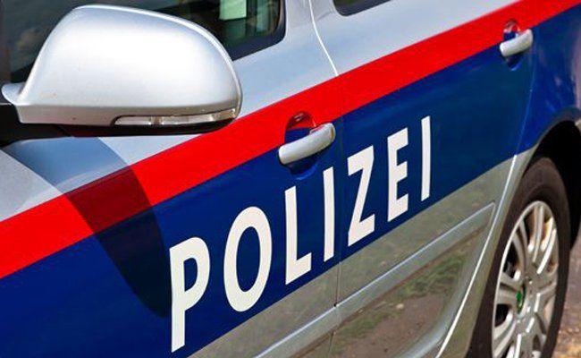 Die Polizei konnte zwei Männer, die eine ältere Dame beraubten, festnehmen