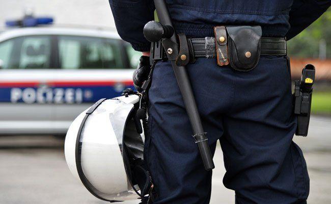 Die Polizei hat zehn Verdächtige festgenommen.