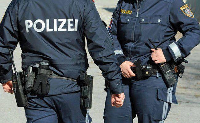 Die Polizisten konnten den jungen Mann schnappen.