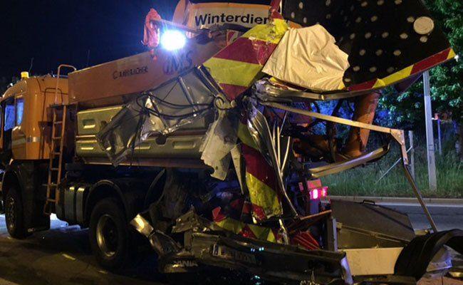 Der Unfall auf der S2 forderte drei Verletzte.
