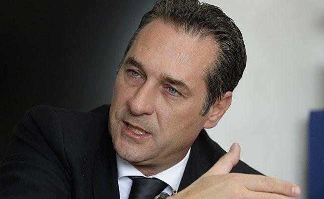 Bezahlte der FPÖ-Klub für Straches Mystikerin?