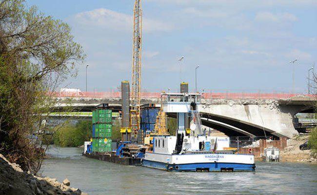 Der Unfall ereignete sich bei der Erdberger Brücke.