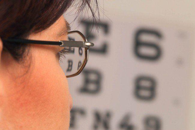 Das Obdachlosenzentrum JOSI wird von Wiener Optikern mit gratis Brillen und Sehtests unterstützt.