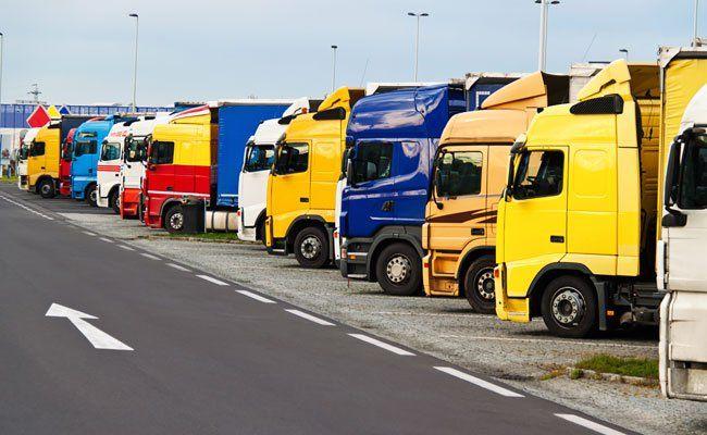Lkw sollen früher als Pkw mit einer Selbstfahrer-Technologie ausgestattet werden.