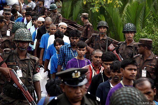 Flüchtlinge von Schleppern auf hoher See zurückgelassen