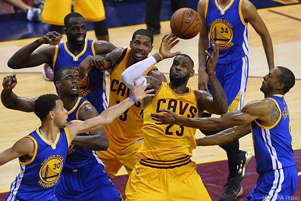 LeBron James wurde diesmal von den Warriors stärker bewacht