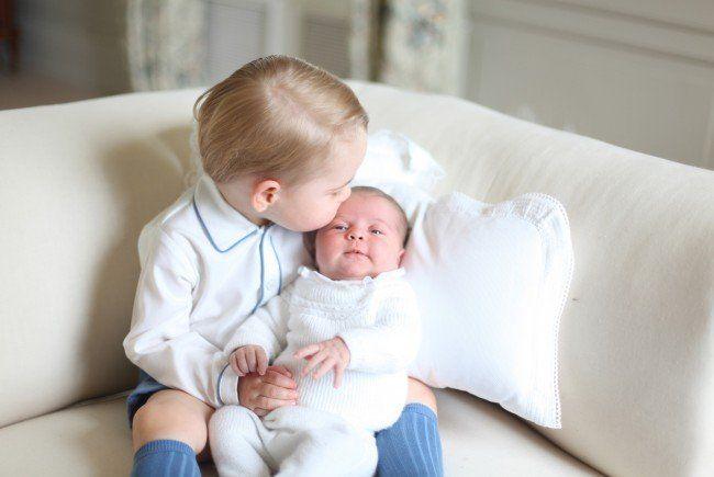 So süß sind die ersten Bilder von Prinz George und Prinzessin Charlotte.