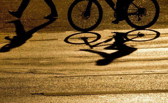 Ein Fahrradfahrer und ein Jogger waren in einen Unfall verwickelt.