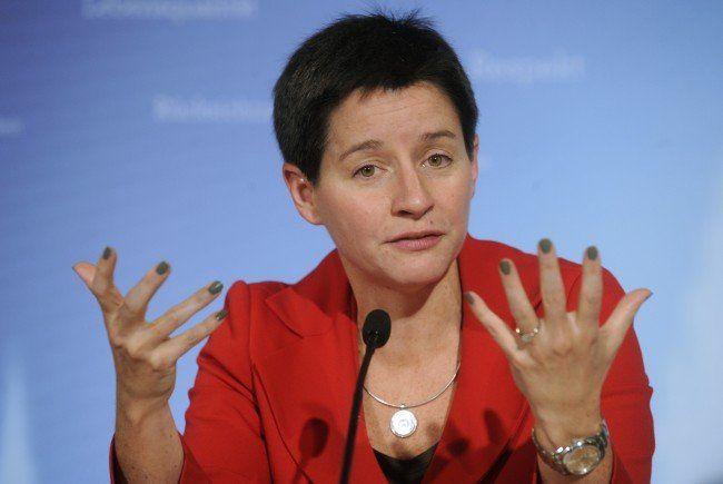 """Gesundheitsstadträtin Sonja Wehsely während der Pressekonferenz anl. der"""" Einigung für städtische Spitäler Wiens"""""""