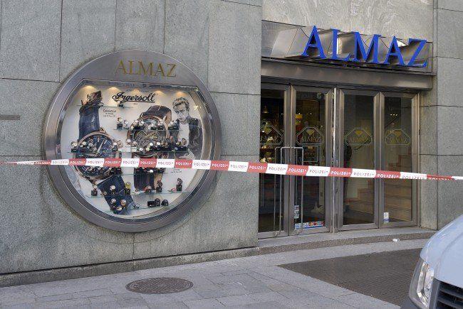 Fünf Räuber überfielen einen Juwelier am Wiener Stephansplatz.