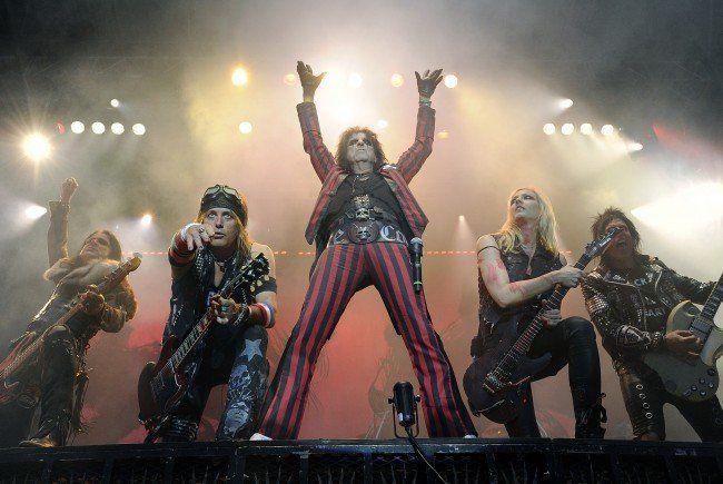 Der US-amerikanische Sänger Alice Cooper während eines Konzertes am Mittwoch, 24. Juni 2015 in der Arena in Wien