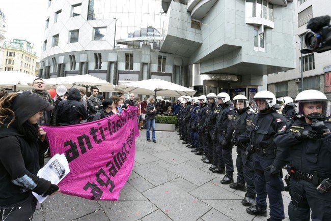 Zwei Demonstrationen gibt es abseits der Wiener Regenbogenparade 2015.