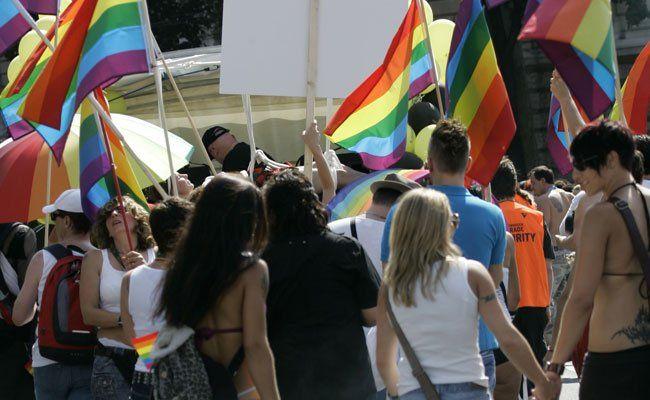 Am 16. Juni wird das Pride Village am Rathausplatz feierlich eröffnet.