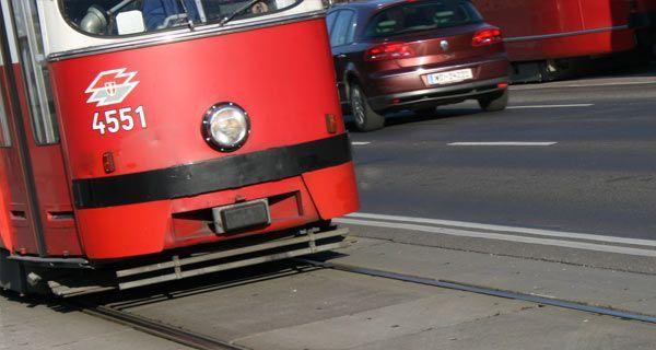 Herrenloser Koffer bei Wiener Bim-Station - Zwei Linien unterbrochen