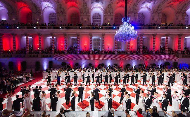 """Einzug der Debutanten während der """"Fete Imperiale"""" der Spanischen Hofreitschule am Freitag"""