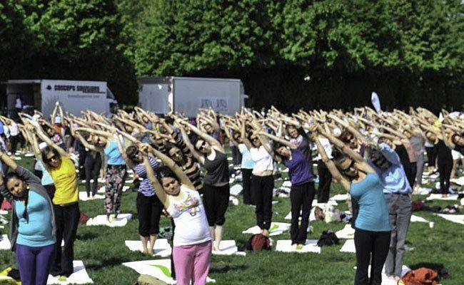Nach dem Augarten findet die Yoga Covention heuer im Burggarten statt