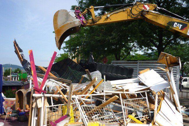 Ein Bild vom Abriss zweier Gebäude an der Copa Cagrana.