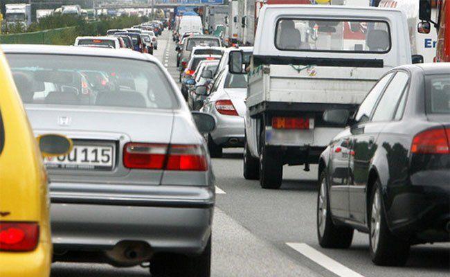 Auf manchen Autobahnen kann es am Wochenende zu Verzögerungen kommen.