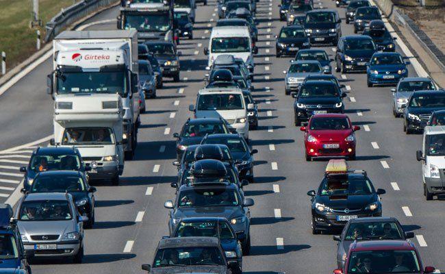 Unfall auf A23 - Sechs Kilometer Stau auf Wiener Stadtautobahn