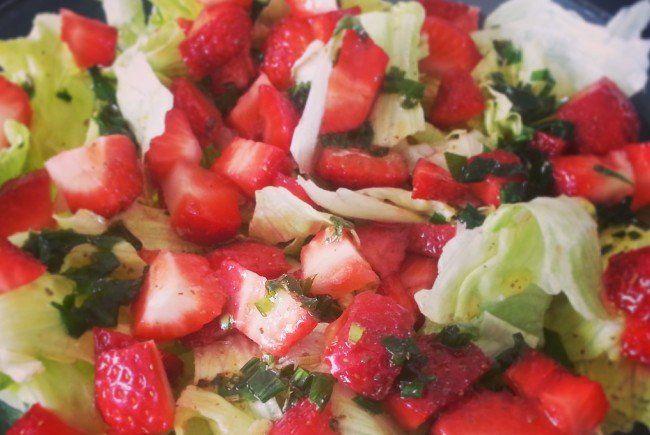 Obst verleiht dem Salat eine zusätzliche Portion Gesundheit.
