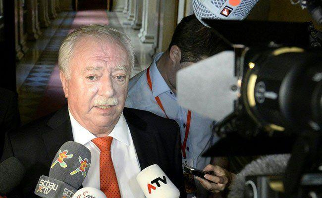 Den SPÖ-Funktionären werden Argumente gegen Rot-Blau präsentiert.