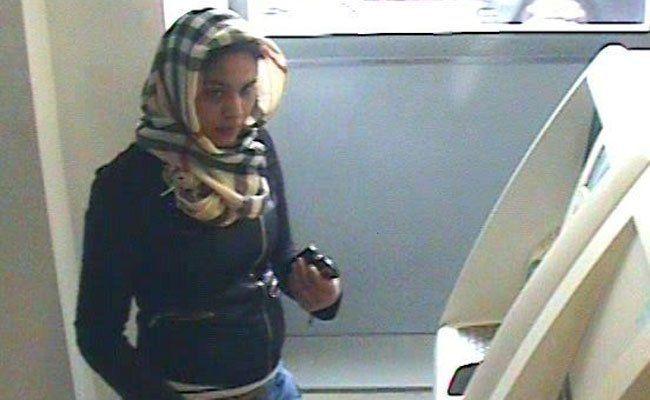 Diese Frau wird von der Polizei gesucht.