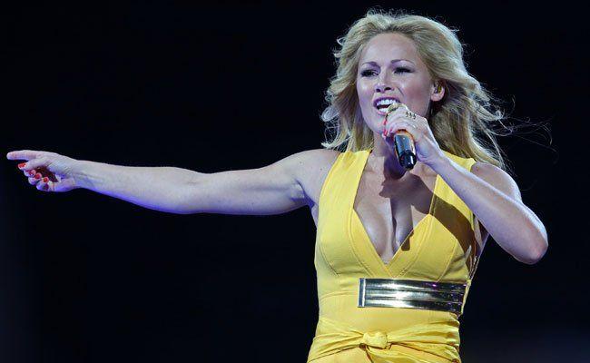 Das gelbe Kleid ist das erste Bühnenoutfit von Helene Fischer.