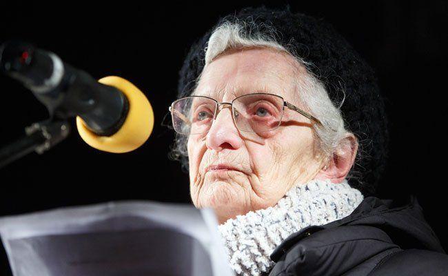 Irma Schwager bei einer Rede im Jänner 2015.